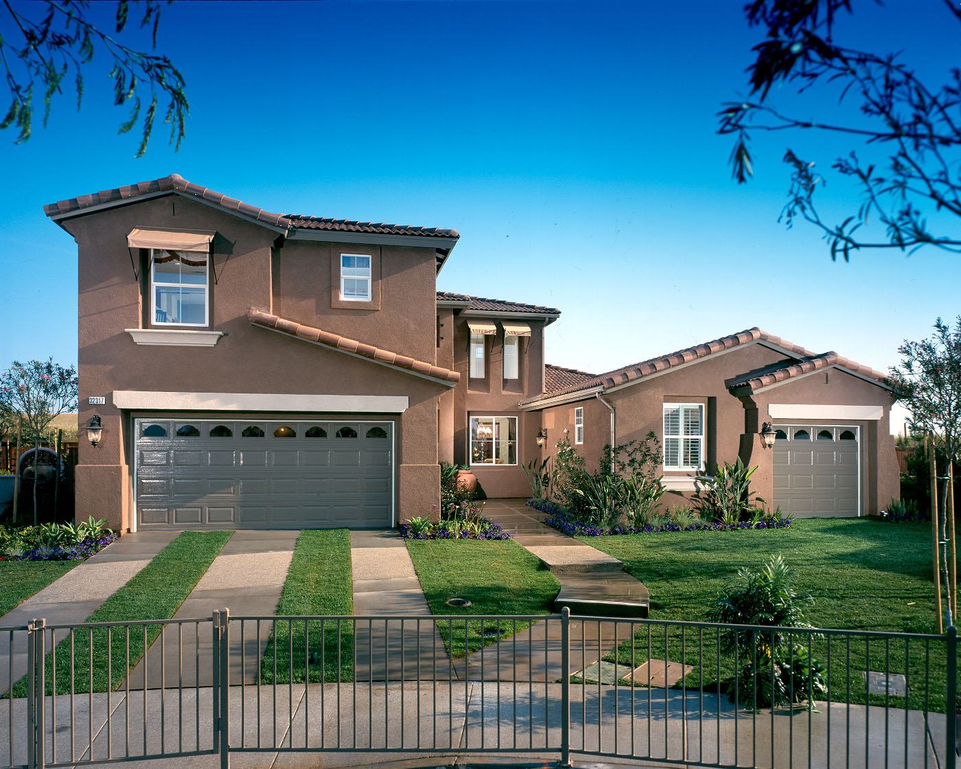 Single family production homes lro inc for Family home builders